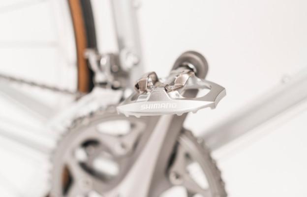 Rakete Herrenrad Rennrad in Perlsilber Detail Pedale Shimano