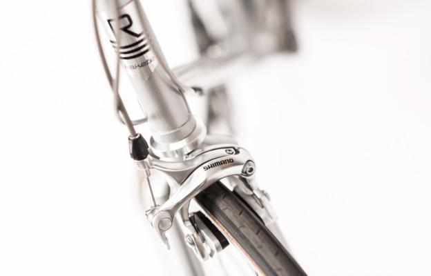 Rakete Herrenrad Rennrad in Perlsilber Detail Steuerrohr Bremse