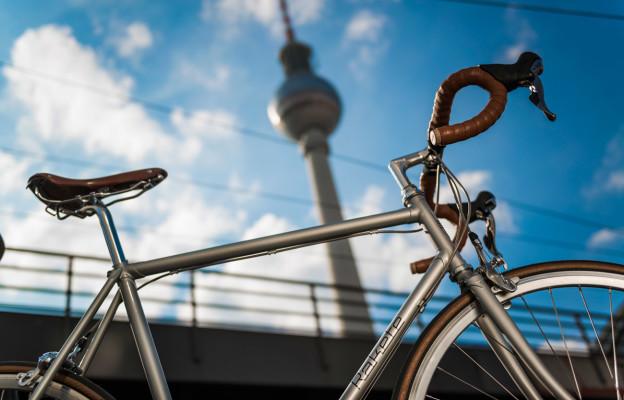 Rakete Herrenrad Rennrad in Perlsilber ontheroad Berlin Alexanderplatz