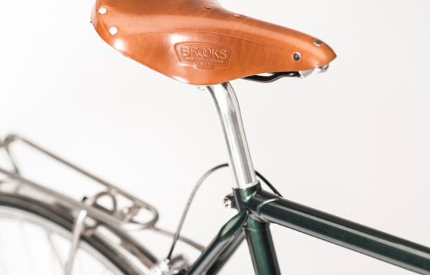 Rakete Herrenrad Trekking in Racinggreen Detail Sattel Brooks