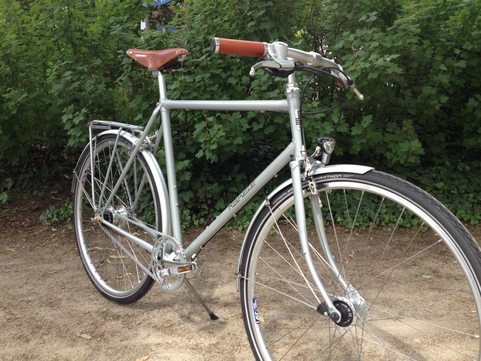 klassisches Stahlrahmen Trekkingrad - RAKETE Fahrräder